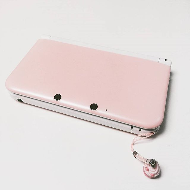 My lovely pink 3DS XL ♡ inspiration for my blog :) #Nintendo3DS #3DS #3dsxl #3dsxlpink #gamergirl #gamer #girl #nintendo #cupcake #console #Pink3DS ...