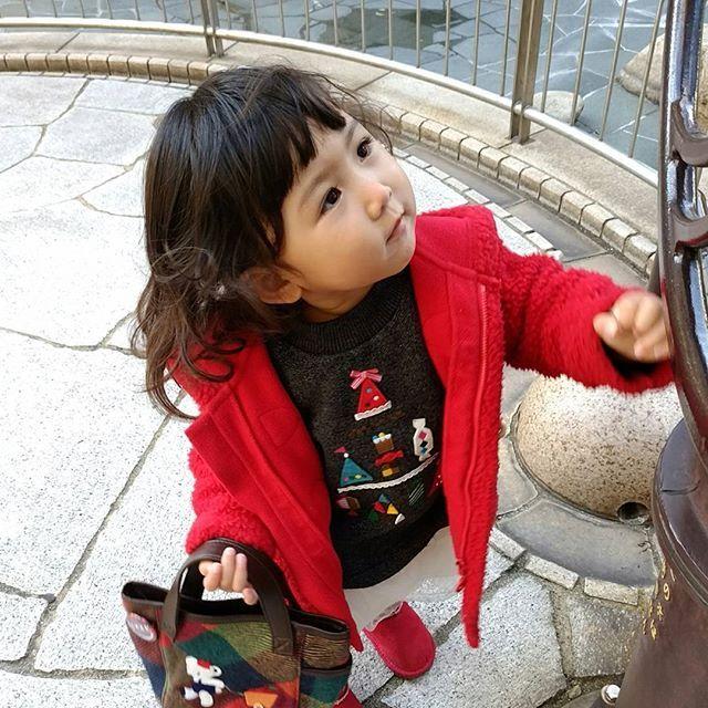 急に寒くなりすぎでやばい(;´Д`)  散歩が辛くなってきた。    お洋服  アウター  #UNIQLO  あとはだいたい  #ファミリア    #babyphoto #babypic #art #育児記録 #babygirl  #ママリ #コドモノ #写真好きな人と繋がりたい #写真撮っている人と繋がりたい #ママリミニ  #神戸ジェニックキャンペーン #park#グローバルワーク #絵になるおでかけ#ig_japan #ig_kids #ママリスタイル  #japan  #親バカ部 #アクロンで洗おう #プチプラコーデ  #DAKSクリスマスジャンパーデー  #ひょうごのふゆやすみフォトコン2017 #クリスマスの思い出 #cruzキッズ #冬の日withkiss