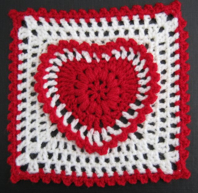 Grandma's Heart Square by Carola Wijma. Would make a great bag! ~ free pattern