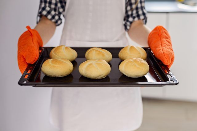 Using simple insulation techniques and warming tools ensure bread buns stay nice and warm throughout the meal.