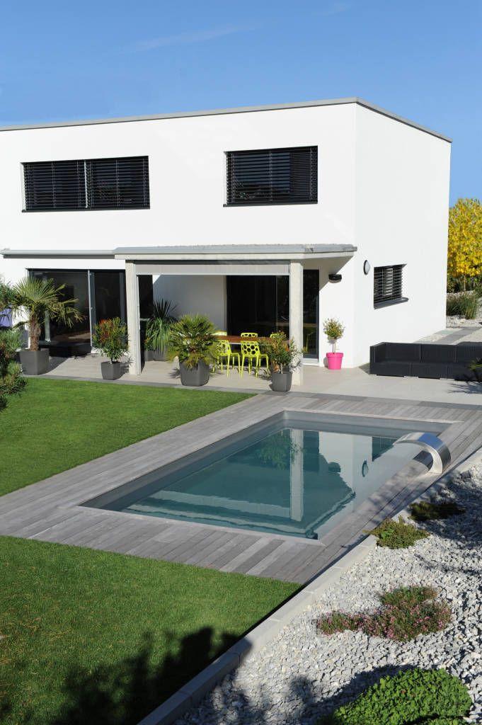 Parcourez les images de Piscine de style Moderne % de Piscines contemporaines. Inspirez-vous des plus belles photos pour créer votre maison de rêve.