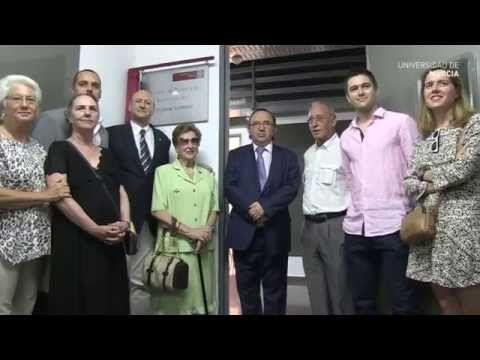 La Universidad de Murcia celebró el pasado día 10, en el edificio del LAIB (Laboratorios para la Investigación Biomédica) del campus de Ciencias de la Salud, el acto de recepción de un equipamiento científico para la citometría de flujo, que ha cedido la Fundación Esteban Romero.  ▶ Fundación Esteban Romero cede equipamiento Citometría de Flujo - YouTube