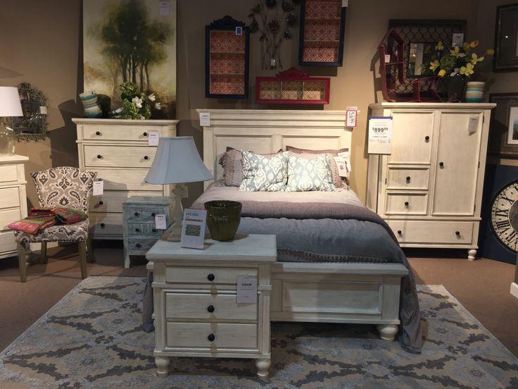 White Marsilona Queen Panel Bed In Store Display Dream