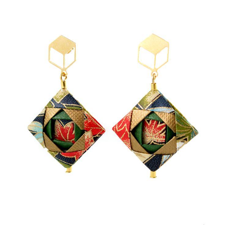 Mosaic Earrings . . . #origami #origamijewelry #origamijewellery #mayumiorigami #paperjewelry #artjewelry #paper #folding #foldedjewelry #jewelrymaking #jewelrygram #japan #japaneseart #handmadepaper #chiyogami #vscoportugal #vsco #contemporaryjewelry #paperart #papercrafts #artsandcrafts #kami #papier #papir #紙 #carta #paperi #紙 #종이 #紙