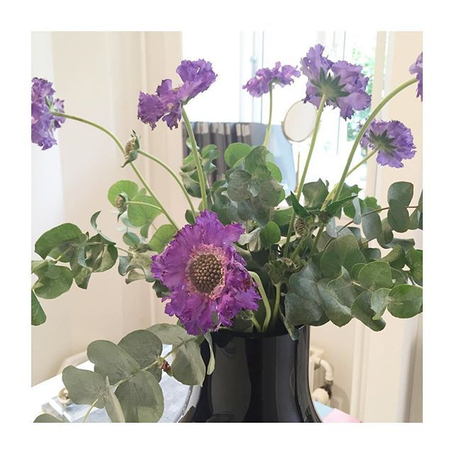 Ny uge og nye blomster i showroomet🌿. #monday #aquadomo_dk #bathroom #interior #inspiration