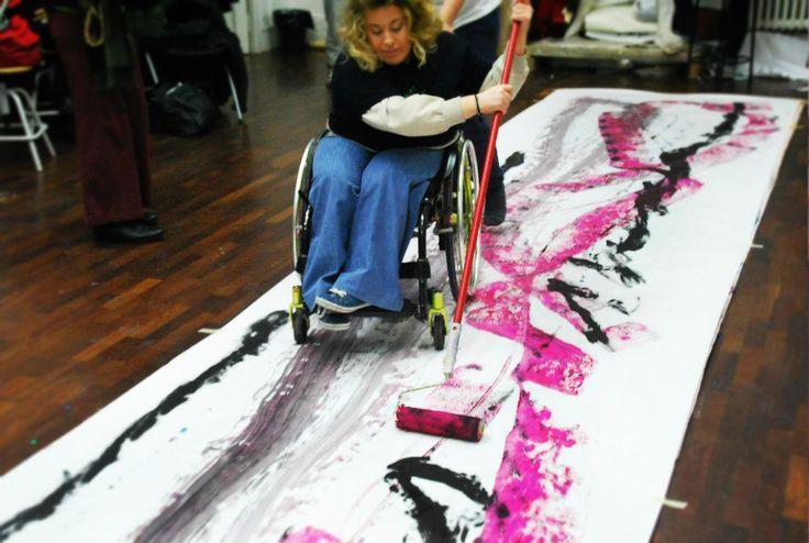 """""""DifferAbility"""" è un progetto dell'Associazione Eclettico Milanese che vuole sottolineare l'importanza dell'inclusione attiva nella società e la piena partecipazione dei cittadini disabili, seguendo modalità capaci di coinvolgere il pubblico in modo attuale e piacevole.  #mostra #arte #brera #terapeutica #arttherapy #art #therapy #DifferAbility #disabili"""