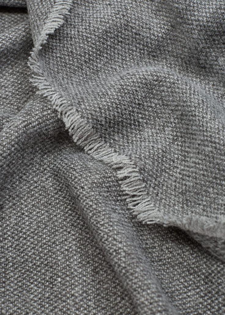 Echarpe bordas desfiadas (cinza): MANGO (17,99€)