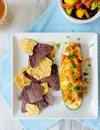 Chicken Enchilada-Stuffed Zucchini Boats - http://www.jellypin.com ...