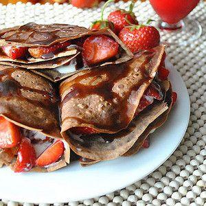Шоколадные блинчики с клубникой рецепт