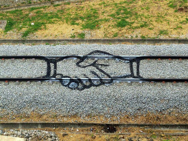 Urban art Artur Bordalo http://restreet.altervista.org/artur-bordalo-usa-i-binari-della-ferrovia-come-tela/