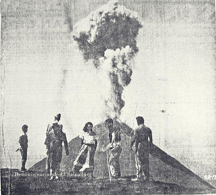 1957, La actriz mexicana Columba Rodriguez frente al Volcan de Izalco, para las locaciones de la película Cinco vidas y un destino, dirigida por  José Baviera, y filmada en Mexico y El Salvador.