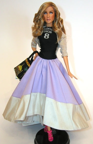 carrie bradshaw barbie....OH NO THEY DIDNT>>>WHO THE HECK HAS THIS>>>THEY MUST GIVE ME!!!