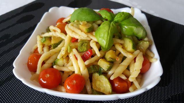 Le    ricette    di    Claudia  &   Andre : Trofie fresche con zucchine e pomodorini