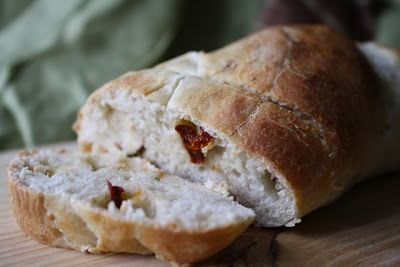 10 minute bread. This is sundried tomato & garlic, but I can think of so many yummy filler flavors!: Short Cut, Blue Cheese, Sun Dried Tomatoes, Tomato Blue, Sundried Tomatoes, Garlic Bread, Yummy Breads, 10 Minute Sundried, Breads Biscuits