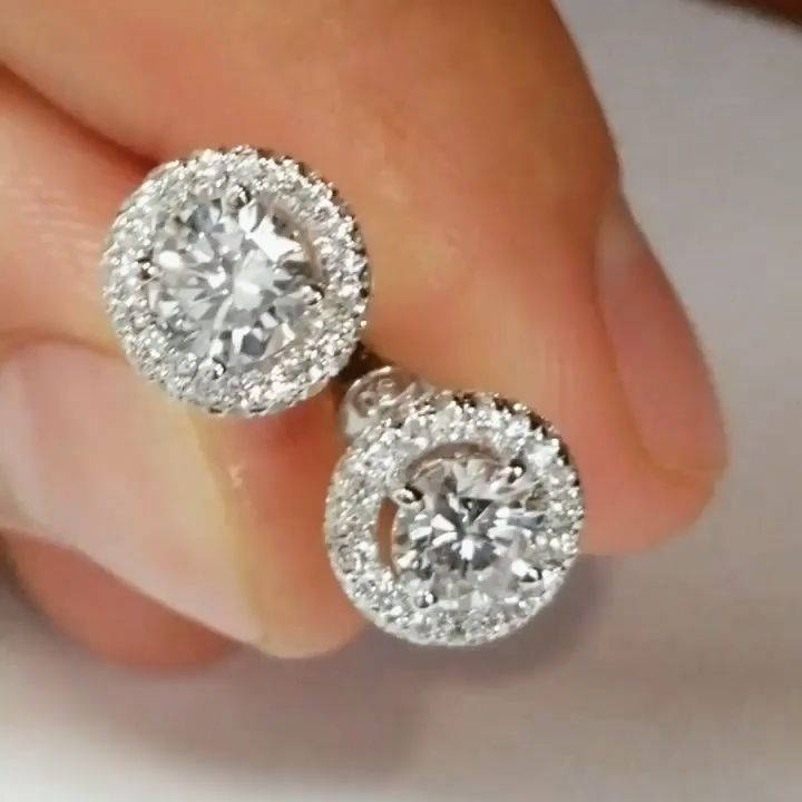 Womens Diamond Stud Round Earrings in White Gold