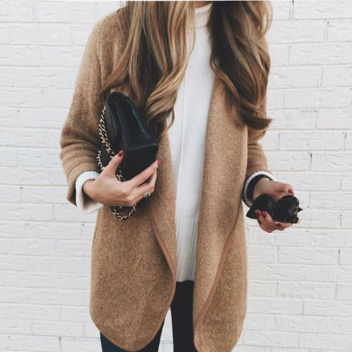Just classic. We can't get enough of this simple, effortless look. #style #fashion #streetstyle