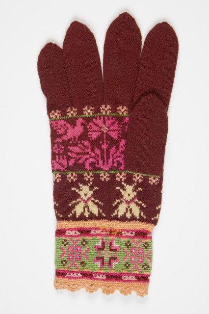 Estonian knitted glove  (Eesti muuseumide veebivärav)  love the bees.