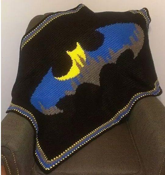 Knitting Pattern For Batman Blanket : Best 25+ Crochet batman ideas on Pinterest Pixel crochet ...