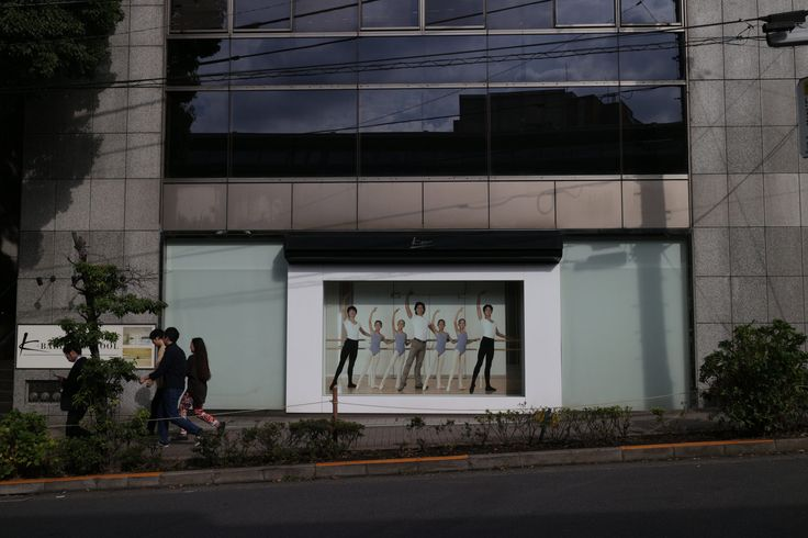 https://flic.kr/p/Zd69n3 | dancers welcoming | K-Ballet company, at Yebisu, Tokyo, Japan.