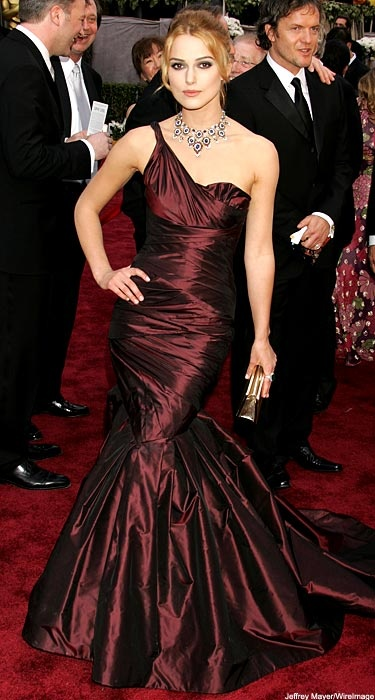 Keira Knightley in Vera Wang (Oscars 2006) Loved both the dress AND that necklace!