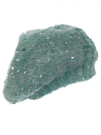 Handknitted green beret. Handcrafted slouchy hat with green tweed wool by PerElle