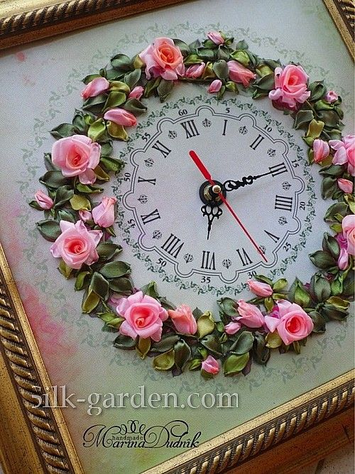 Small pink roses clock