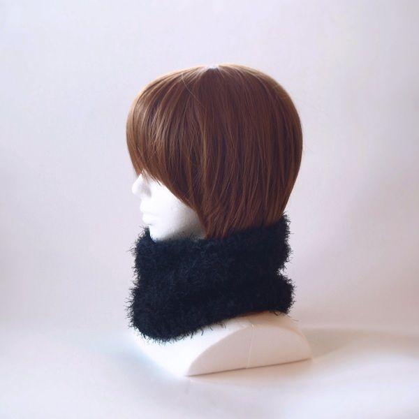 流行りのモコモコ感いっぱいで襟元のアクセントと暖かさを♪またターバン風にヘアーバンドとしてもお使いいただけます。チクチクする感じはなく、とても肌触りのよい糸で編んでおります。いろんなシーンで活躍できるファッション小物としてお使いください。●カラー:黒●サイズ:輪の内寸40cm 高さ15cm●素材:ナイロン100%●注意事項樹:既製品にはない楽しいものを編んで、製作しております。手に取っていただいた方に喜んでいただけるよう、創意工夫しながら、また丁寧に作ることを心がけております。気になる点がございましたら、お気軽にお問い合わせください。既製品にはない手作り感を楽しんでいただけたら大変嬉しく思います。よろしくお願いいたします。●作家名:MAKIKo#ふわふわ #柔らかい #暖かい #ファー #レディース #秋冬トレンド  #もこもこ #防寒 #かわいい #大人可愛い #おしゃれ #ふんわり #チクチクしない #秋冬コーデ #ファッション #お洒落 #2way #ネックウォーマー #ヘアターバン #マフラー #ヘアバンド #スヌード #ヘアアレンジ #保温性抜群 #リングマフラー…