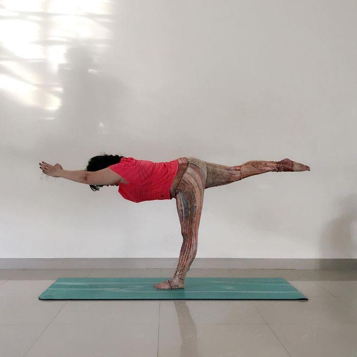 Day 1 of #CreativeSpringYogis   . . CREATIVE HOSTS:  @suchitra_rx .  @yogi.hemaxi  @mikaila_nyc  @yoga_helwahtin .  AMAZING SPONSORS:  @pawpawyogawear  @mandalaapparel  @arcayogamat  @faithfoxdesigns  @szmalas  @narabellabrand  @mymalanecklace  @akasha_malas .  @treelanceyoga .  Day 1- Standing balance  Day 2- Lizard pose  Day 3- Arm balance  Day 4- Backbend  Day 5- Forward fold  Day 6- Inversion  Day 7- Reclined/ Infinity pose . .  Let's play together to have fun!! . . #igyogachallenge…