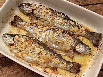 Encore un plat familial, tout simple, véritable madeleine de Proust, qui fait donc référence aux souvenirs de mon enfance. L'époque où mon Papa revenait de la pêche, sa besace pleine de truites farios ou arc en ciel, ses préférées ! Bien sûr à l'époque...