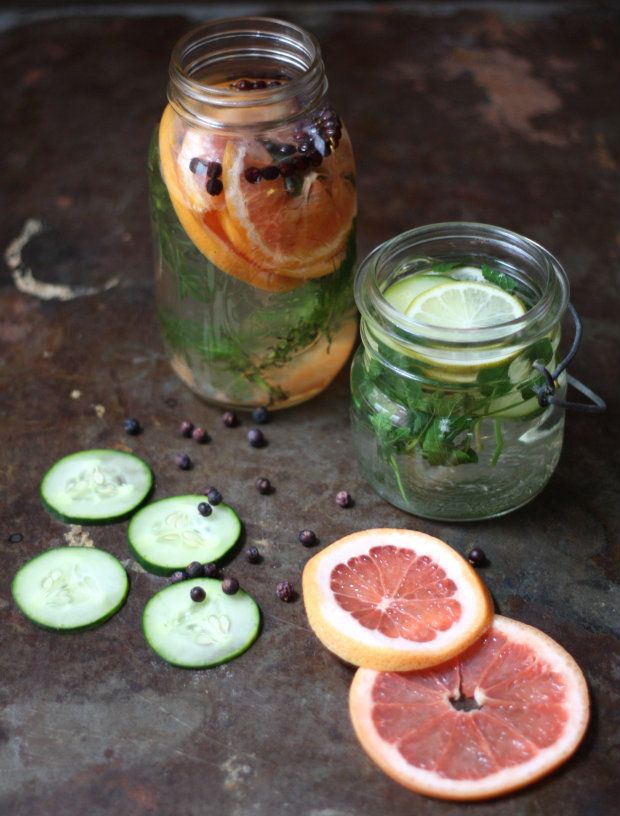 The magic of mason jars coupled with citrus fruits, fresh herbs and whole spices. How clever is this? #DIY