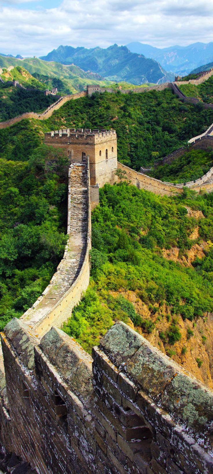 La gran pare de China es muy grande. Yo quiero ir por que hay una vista panaromica. Tienen muchas comidas que me gustan y has visto. Y China tienen un poplacion grande.