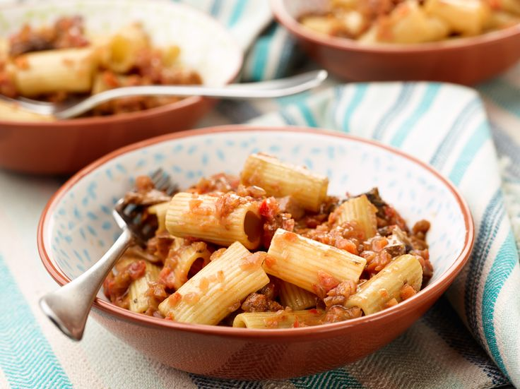 Rigatoni with Vegetable Bolognese : Now vegetarians can indulge in a hearty Bolognese sauce! This version is made with assorted mushrooms, carrots and bell pepper.