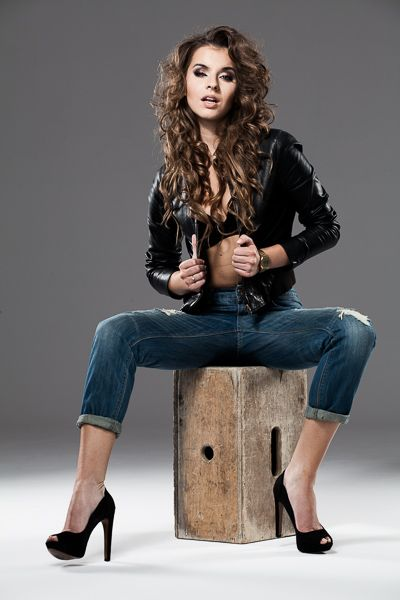 model: Klaudia Łosin MUA: Emilia Staciwa hair: Tomasz Szabuniewicz assist: Bartek Zaborowski photo / retouch: Marek Korlak  #photography #korlak #chick #fashion #studio #curly #long #hair #leather #girl #woman #sexy #rock