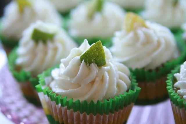 Limoencupcakes met Kokosnoot botercreme - Cupcakes & Muffins