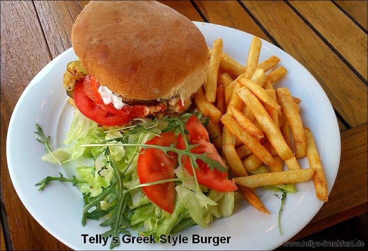 Telly's Greek Style Burger -  hausgemachter #Hamburger mit #Bifteki , #Feta , #Zwiebeln , #Tomaten , #Gurken (inkl. hausgemachten #Burger #Brötchen ) und -wie bei allen Burgern- mit #Salat und #Pommes  | Burger mit #Qualität und #frisch zubereitet, wie es bei #Tellys US-Greek Fusion Cuisine üblich ist |   #Frankfurt #Greek #American #US #Restaurant #Cuisine #griechisch #amerikanisch