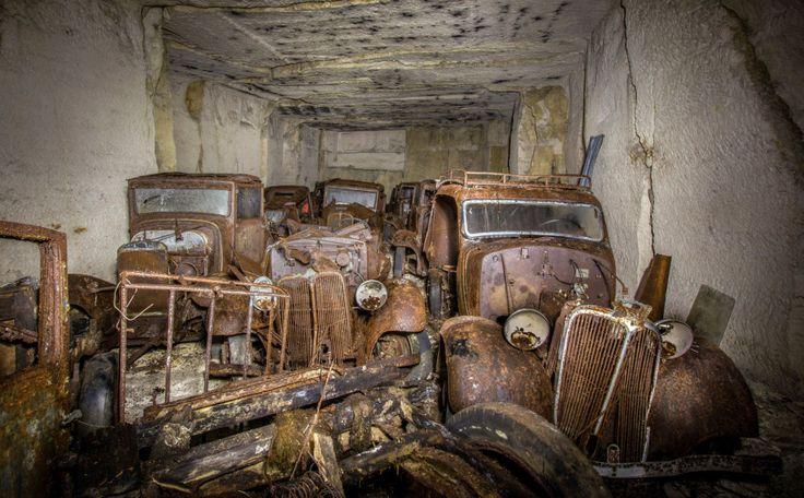 Los coches se escondieron en una cantera francesa para evitar la captura por parte del Ejército Alemán.