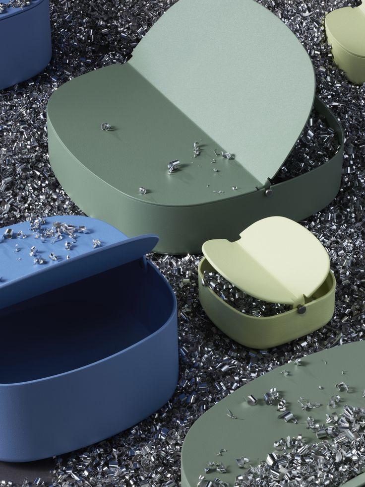 Die YPPERLIG Dosen mit Deckel gibt es in verschiedenen Farben und Größen. Mehr Produkte der neuen Kollektion findest du online.