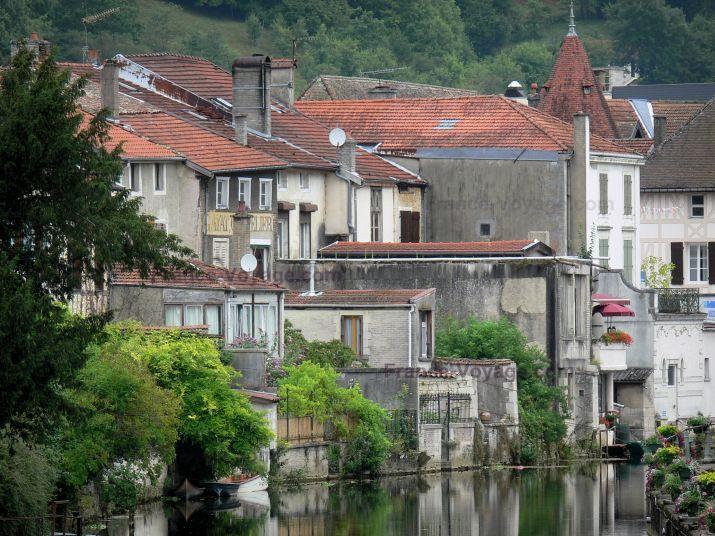 Joinville: Maisons au bord de l'eau - France-Voyage.com