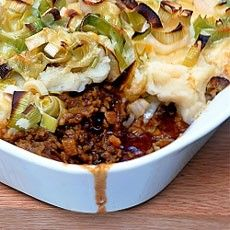 Shepherd's Pie with Cheese-crusted Leeks Recipe Main Dishes with lamb, olive oil, onion, carrots, swede, ground cinnamon, chopped fresh thyme, fresh parsley, plain flour, lamb stock, tomatoes, salt, black pepper, cheddar, leeks, potatoes, butter, salt, black pepper