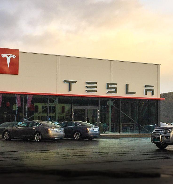 Tesla Motors car salon in Skodje (Norway) / Salon samochodowy Tesla Motors w Skodje (Norwegia).
