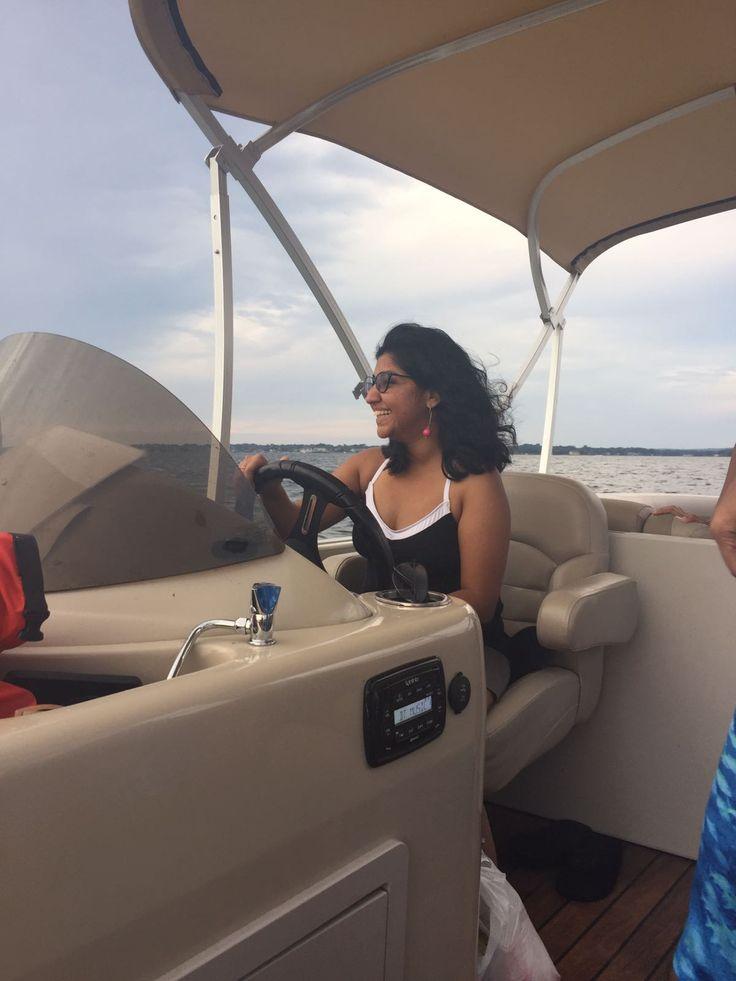 Maneuvering a pontoon boat on lake conroe tx pontoon
