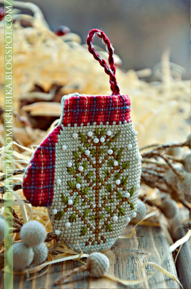 Mitten christmas decorations -  Traditional Mittens