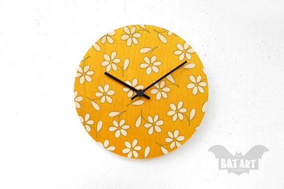 BAT Wall Clock 20cm daisy flower  Black metal hands  by BatLab