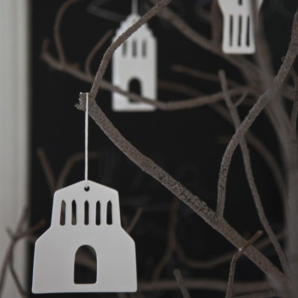 Create a timeless Christmas ambience with Urbania ornaments that welcome Christmas with a small town of iconographic shapes. Decorate the fir sprays with the unique ornaments from the Urbania series and enjoy the fine contours between the outside and the inside.