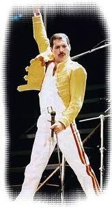"""Freddie Mercury (Farrokh Bulsara 1946 -1991). Zong met een vocaal bereik van F2 tot F6. Biograaf David Bret beschrijft zijn stem als """"een escalatie binnen een paar maten van uit het diep kelig rock-gegrom naar een tedere, levendige tenor en dan omhoog tot een perfecte coloratuur, puur en kristalhelder van bas tot tenor."""