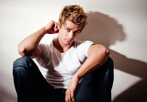 luke mitchell height