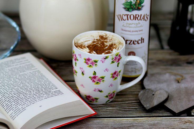 Przepis na Kawę z miodem i cynamonem https://cosdobrego.pl/przepis-na-kawe-z-miodem-i-cynamonem/