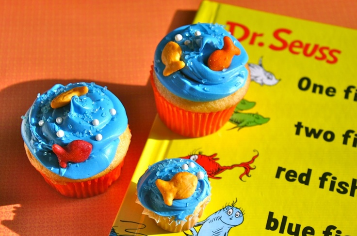 One Fish Two Fish Cupcakes: Birthday Parties, 1St Birthday, First Birthday, Parties Ideas, Theme Cupcake, Fish Cupcakes, Dr. Seuss, Birthday Ideas, Retro Kitchens
