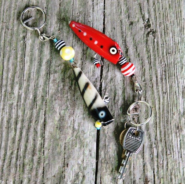 Still looking for a great gift for Pops? Check out this DIY vintage fishing lure keychainfrom My So Called Crafty Life. I know quite a few Dads who would dig the heck out of this!