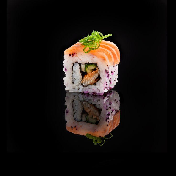 Shake Unagi / smoked eel, cucumber, yukari with fresh salmon and onion on top